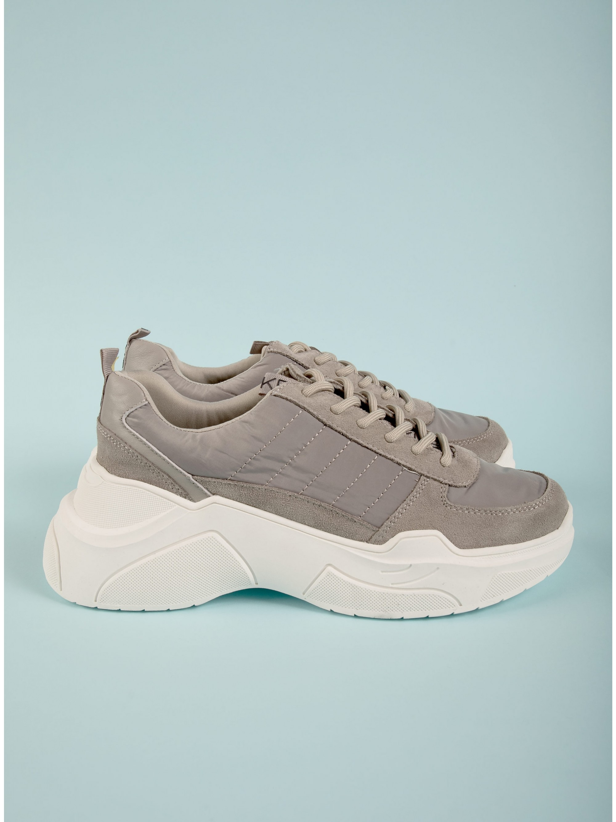 Kendall + Kylie Sneakers Logan Grey